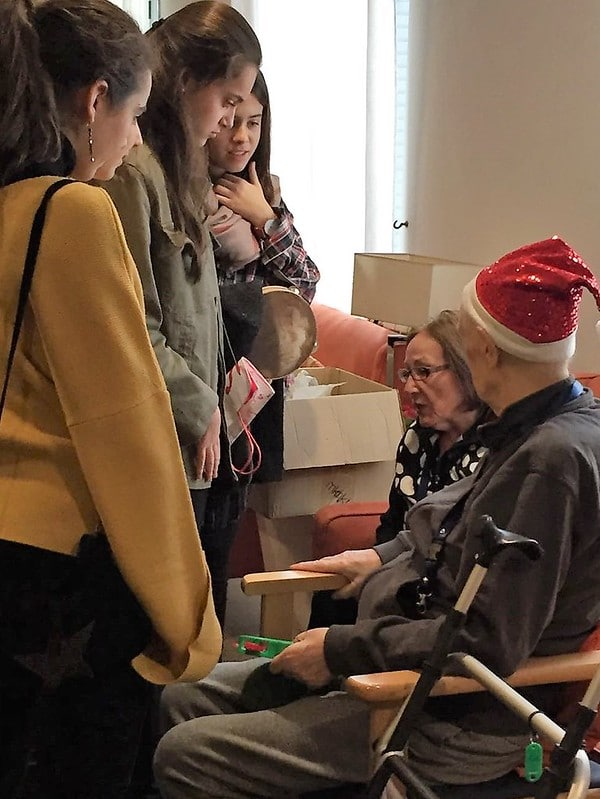 En Navidad Orvalle visita residencias de mayores (2016)