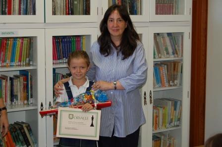 Una de las ganadoras del torneo de ajedrez